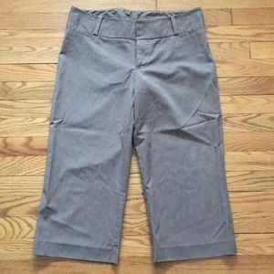 Pinstriped capris pants - 8